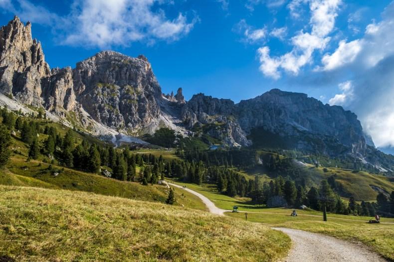 sentiero trekking passo gardena
