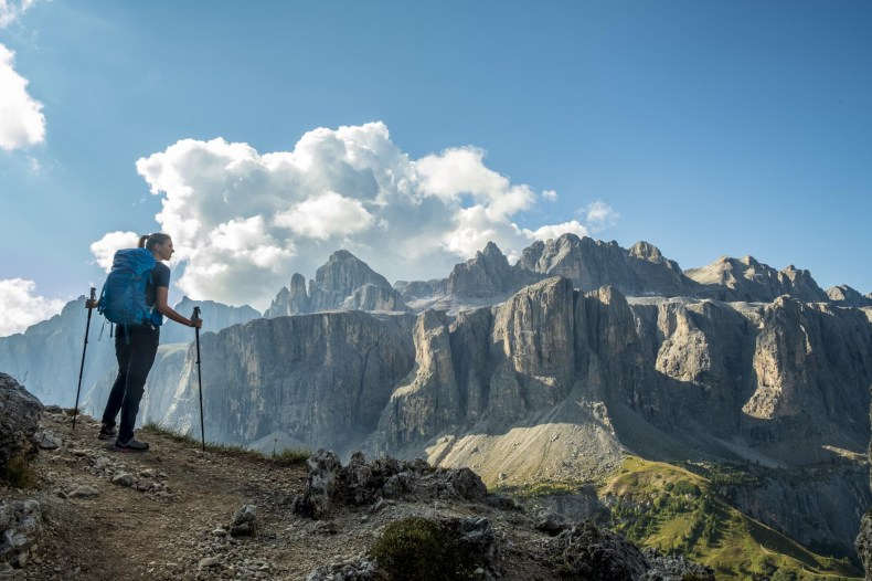 trekking rifugio puez sentiero 2 da passo gardena dolomiti sella