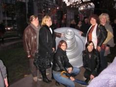 philips01 standbeeld met meisjes