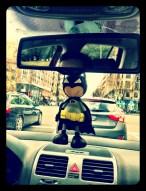 Fofucho Batman patrullando las calles de Madrid
