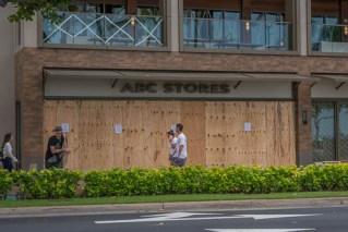 fokopoint-3222 Hurricane Lane in Waikiki before arrival