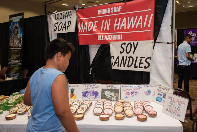 ohana-soap-soy-candles-loofah-ohm-expo-honolulu-2019-fokopoint-1106 Organic Holistic & Metaphysical Expo