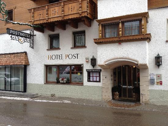 HotelPost_entrance