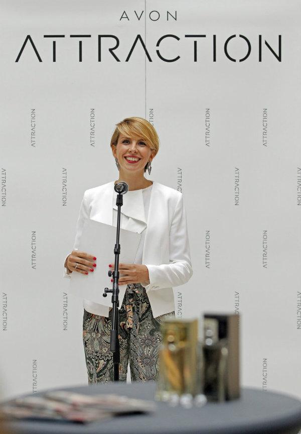 Aleksandra Jankovski je ispred kuće Avon najavila lansiranje novih mirisnih Attraction nota za Nju i Njega.