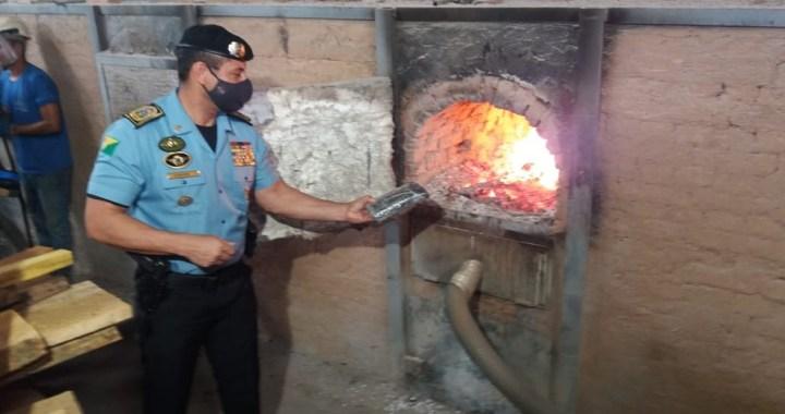 Mais de 800 quilos de droga apreendidos em 9 meses é incinerada pela polícia em Rio Branco — Foto: Luízio Oliveira/Rede Amazônica Acre