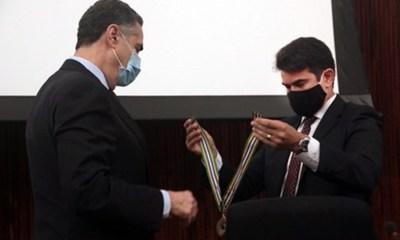 Presidente do TSE é agraciado com medalha no VII Encontro Nacional de Juristas da Justiça Eleitoral