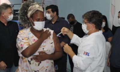 Mesmo com vacina, população deve seguir medidas de prevenção