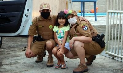 Policiais militares fazem surpresa para aniversariante em Pontal do Paraná