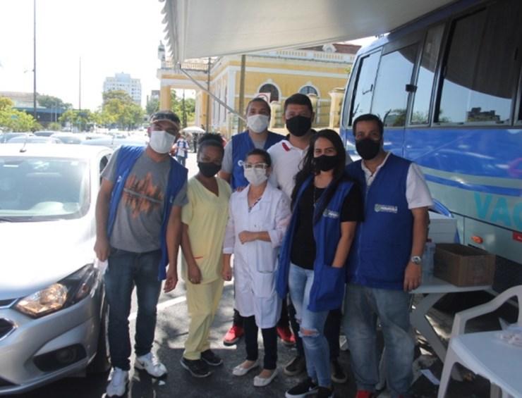 Uma das equipes do município que estão trabalhando no drive-thru trazendo esperança para a população