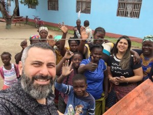 """""""O verdadeiro missionário não caminha com a intenção de receber, mas de dar"""", diz pastor"""