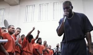 """Kanye West evangeliza em presídios dos EUA: """"É uma missão, não um show"""""""