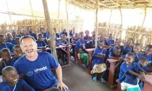 """""""As crianças celebram porque continuam tendo comida"""", diz pastor sobre aldeia no Malawi"""