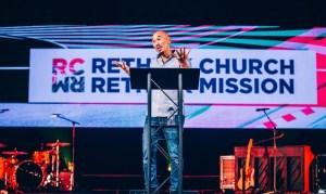 Francis Chan fará missão em tempo integral na Ásia: 'Muitos nunca ouviram sobre Jesus'