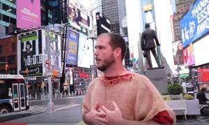 """""""Nova York, arrependa-se"""", prega homem nas ruas da cidade em meio à pandemia"""