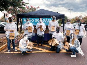 Igreja distribui exemplares do Presente Diário a profissionais da saúde em Araçatuba (SP)