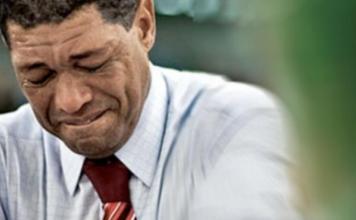 Valdemiro Santiago chorando