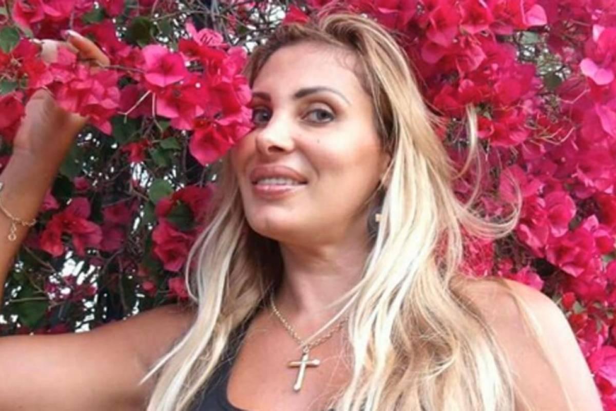 Angela Bismarchi Ângela bismarchi diz que está estudando teologia para se