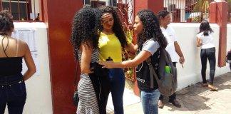 Universitários evangélicos oram pelos candidatos antes da prova do ENEM