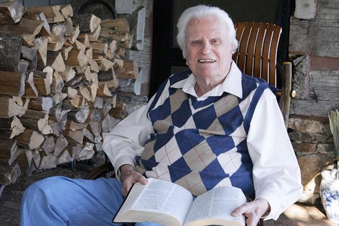 Pastor e evangelista Billy Graham aos 99 anos