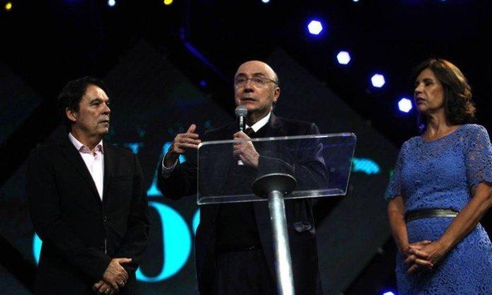 Henrique Meireles ao lado do bispo Robson Rodovalho, líder da Igreja Sara Nossa Terra