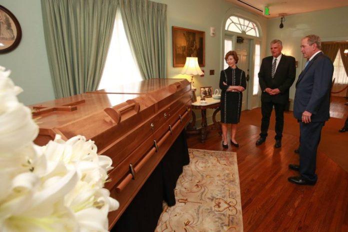 Ex-presidente George W. Bush prestar condolências ao Billy Graham