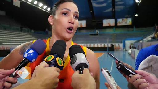 Jogadora de vôlei Tandara, fala sobre a transexual Tifanny na Superliga