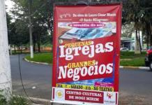 Cartaz de peça teatral que satiriza evangélicos e católicos