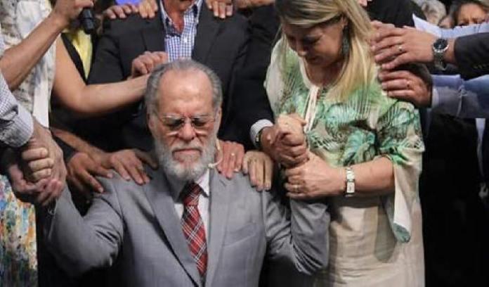 Pastor Márcio Valadão, que pode estar com Alzheimer , recebe oração de pastores
