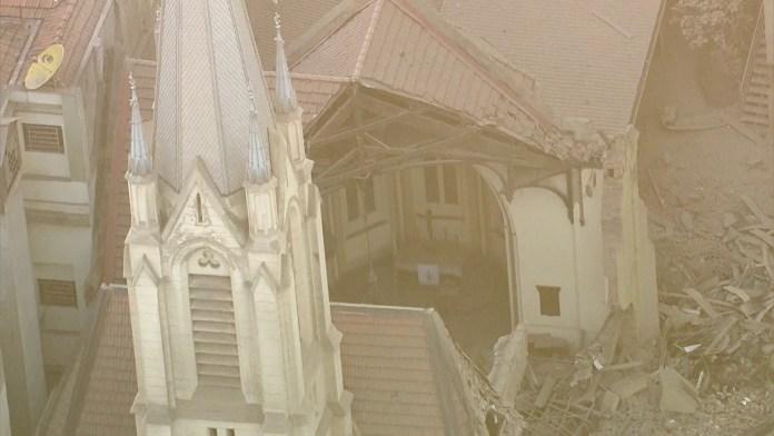 Igreja Luterana destruída após ser atingida pelo desabamento de um prédio próximo que estava em chamas