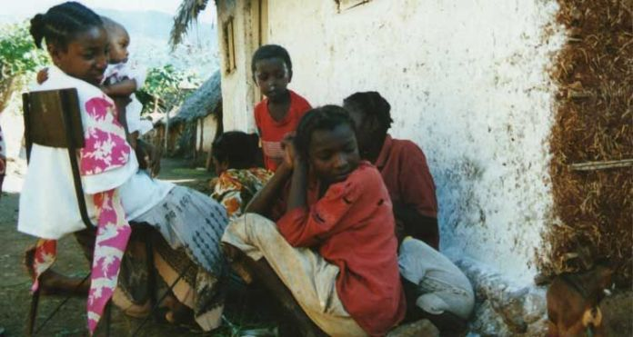 Família cristã em Comores, na África