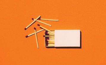 """álbum Capa do álbum ao vivo """"Living With A Fire"""", do Jesus Culture"""