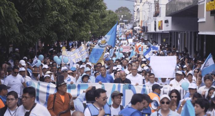 Marcha pela vida e contra o aborto reuniu cerca de 150 mil católicos e evangélicos