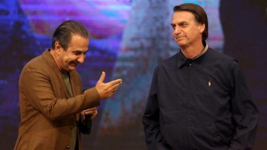 Resultado de imagem para Bolsonaro na igreja
