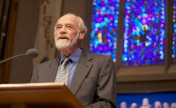 """Morre pastor Eugene Peterson, autor da Bíblia """"A Mensagem"""", aos 85 anos"""