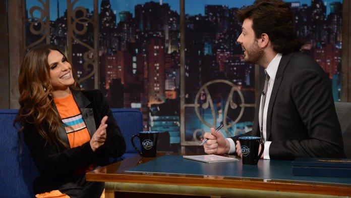 Aline Barros é entrevistada por Danilo Gentili no programa