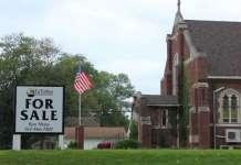 Igreja com placa de venda nos EUA
