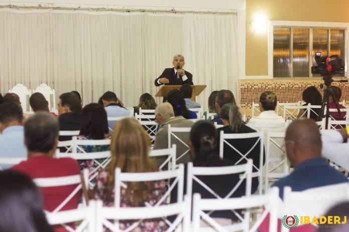 Dr. Gilberto Garcia em palestra sobre suicídio no Instituto Bíblico das Assembleias de Deus no Estado do Rio de Janeiro (IBADERJ)