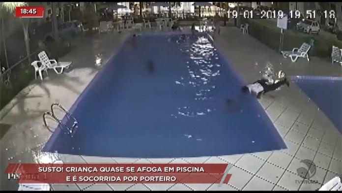 Porteiro salva criança que se afogava