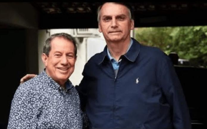 O presidente do Brasil Jair Bolsonaro com o missionário R. R. Soares, fundador e líder da Igreja Internacional da Graça de Deus.