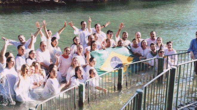 O rio Jordão, em Israel, costuma ser parada obrigatória para evangélicos brasileiros que visitam o país