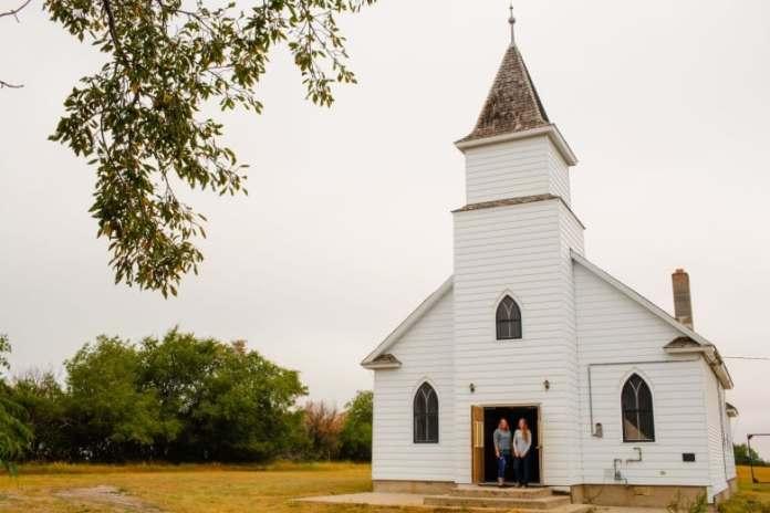 A Igreja Luterana Hazlet, ficou vazia por quase 25 anos até que duas amigas compraram em 2016 e a converteram em um espaço de música ao vivo.
