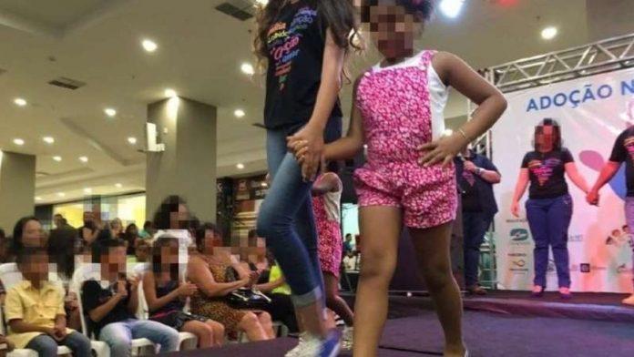 Desfile de crianças e adolescentes que estão na fila de adoção, realizado em um shopping de Cuiabá, causou polêmica