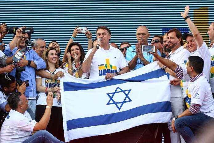 Bolsonaro exibe bandeira de Israel na Marcha para Jesus (Foto: Newton Menezes / Futura Press)