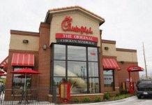 """A rede de fast-food Chick-Fil-A deixa claro que seu objetivo corporativo é """"glorificar a Deus, sendo um administrador fiel de tudo o que lhes é confiado"""" (Foto: Kansas.com)"""