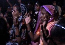 Aldeias quase inteiras estão se convertendo após a exibição do filme Jesus por missionários, na Índia. (Foto: Jesus Film Project / Reprodução)