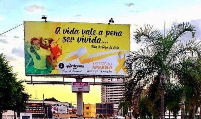 """Totem com mensagem do """"Setembro Amarelo"""" na campanha criada pela Igreja Wesleyana de Vila Velha (ES). (Foto: Reprodução/Facebook)"""