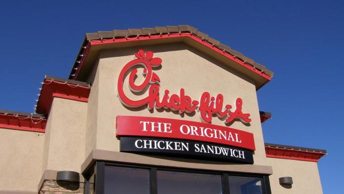 A rede de fast-food Chick-Fil-A é uma empresa cujos proprietários são cristãos