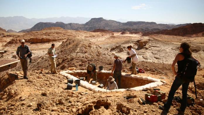 Escavações de antigas minas de cobre fazem parte do Projeto do Vale Central de Timna, da Universidade de Tel Aviv. (Foto: E. Ben-Yosef/Central Timna Valley Project)