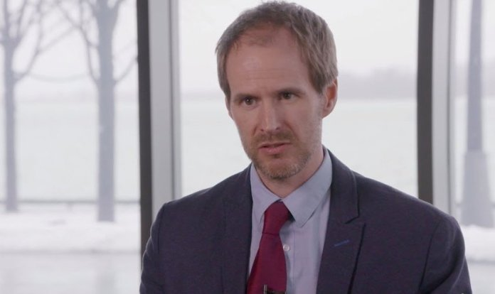 Christopher Dummitt durante entrevista. (Foto: Reprodução/YouTube)