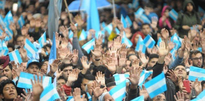 Número de evangélicos chega a 15% na Argentina, revela pesquisa